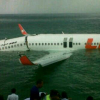 Video Pesawat Lion Air Tergelincir di Laut Airport Ngurah Rai Bali