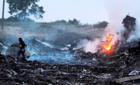 Pesawat Malaysia Airlines MH17 Dikira Pesawat Militer?