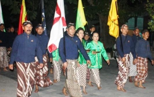 Kumpulan Pawarta Bahasa Jawa 5W 1H Contoh Berita Basa Jawi Tuladha Pitakon Pertanyaan Jawaban Lengkap